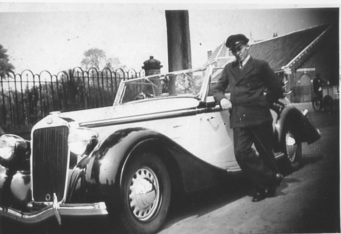 adriaan-de-noo-with-dr-nuboers-car