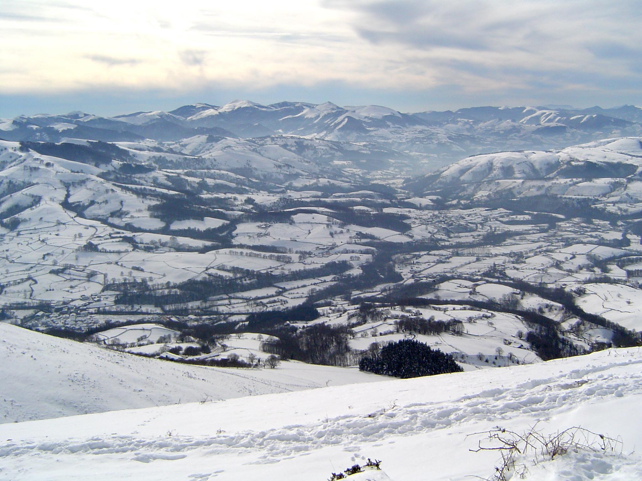 pyrenees-baztan-valley-in-winter-1106878
